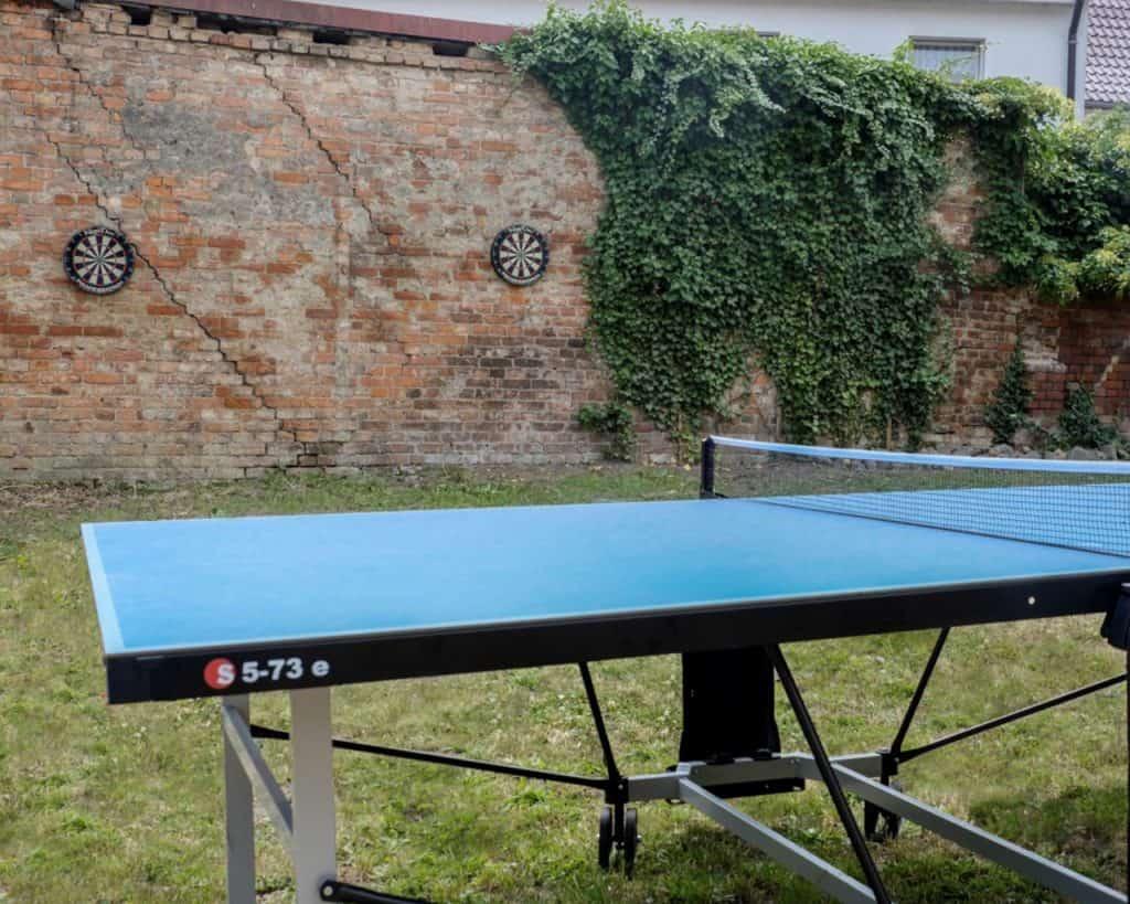 Tischtennisplatten und Dartscheiben Outdoor