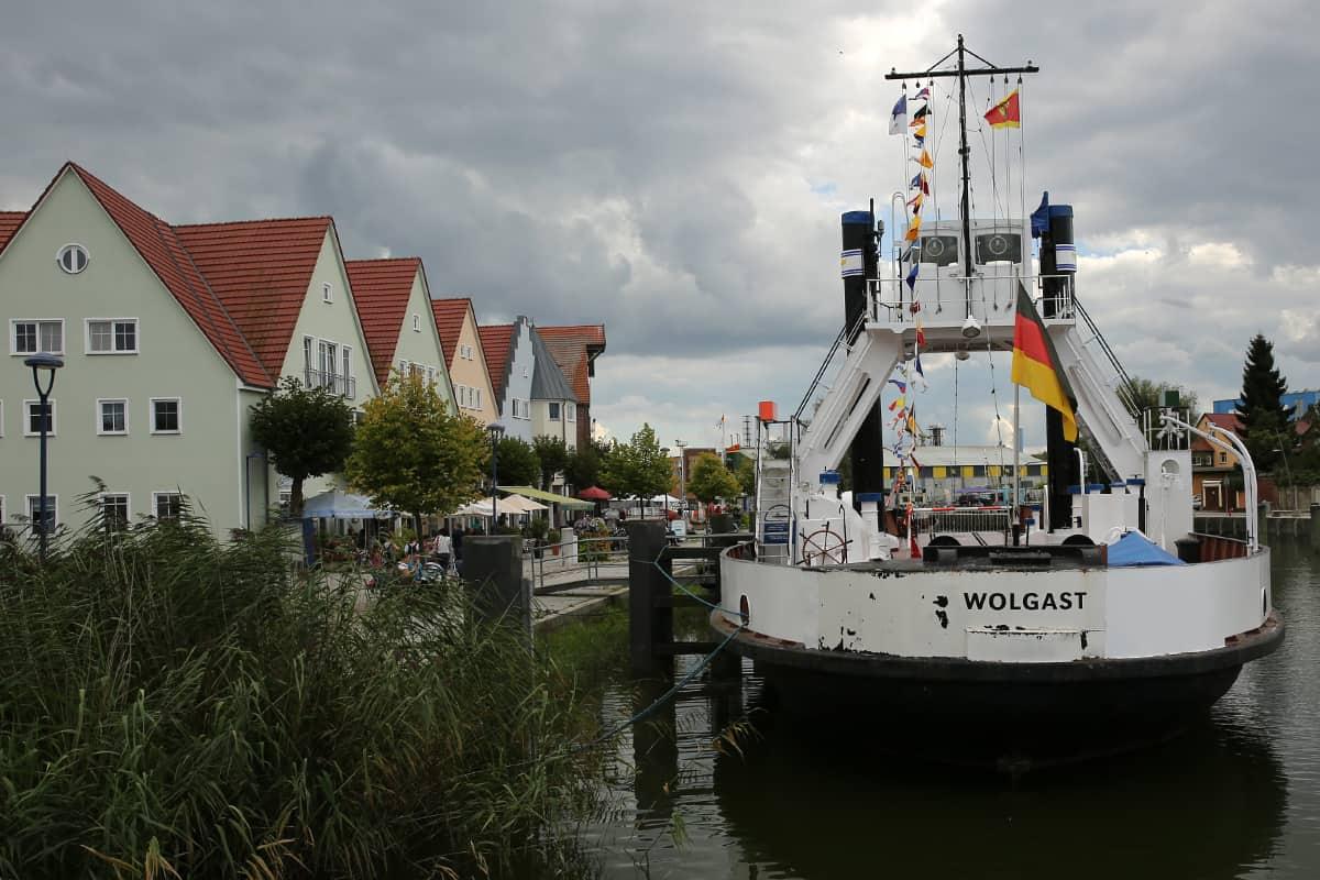 Hafen Wolgast mit Dampffährschiff STRALUND